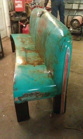 Un nuovo divano da una vecchia Ford
